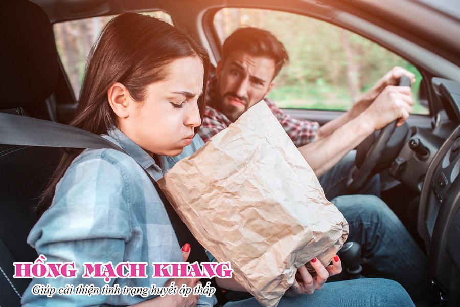 Huyết áp thấp là nguyên nhân gây say tàu xe thường gặp nhất